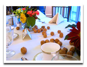 nut-and-flower-casual-cheap-centerpiece