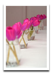 small-vase-long-centerpiece-idea